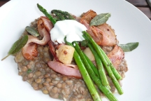 Scallops with lentils and asparagus